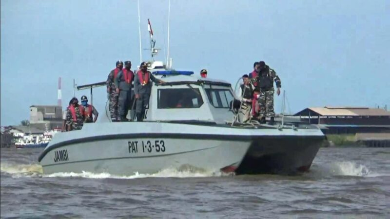 FOTO : Gabungann TNI AL dan Poles Tanjab Barat Tengsh Patroli di Laut, Kamis (18/06/20)