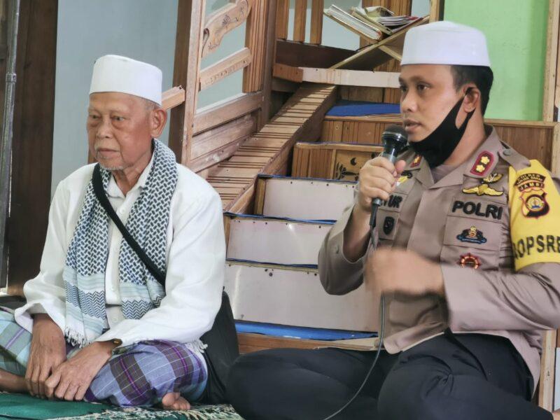 FOTO : Kapolres Tanjab Barat AKBP Guntur Saputro Melaksanakan PPSD Desa Makmur Jaya, Kecamatan Betara, Kamis (25/06/20)