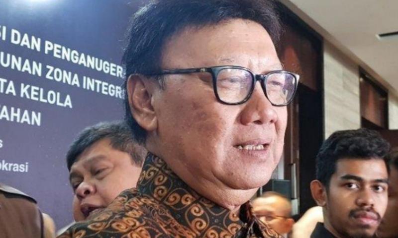 MenPAN-RB Tjahjo Kumolo usai memberikan penghargaan zona integritas kepada instansi dan lembaga pusat serta daerah di Menara Bidakara, Pancoran, Jakarta Selatan, Selasa (10/12/2019).(Foto : KOMPAS.com/Deti Mega Purnamasari)