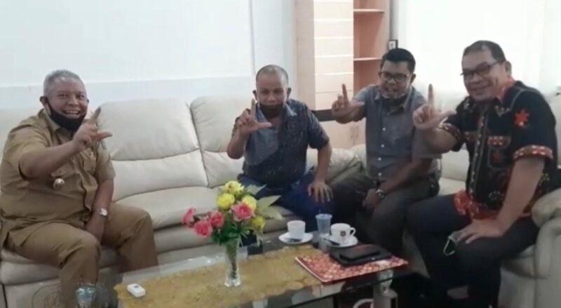 FOTO : Dr. H. Safrial, dengan Tim Keluarga Fachrori, Miftahul Ikhlas dan Ketua Rumah Perjuangan Safrial (RPS), Ady Rahadian.