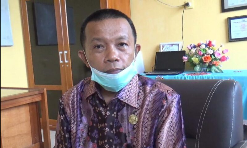 FOTO : Drs. Khairul Anam, Kepala Sekolah SMA Negeri 2 Kabupaten Tanjung Jabung Barat