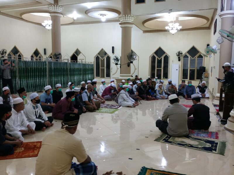 FOTO : Polres Tanjab Barat Menggelar Subuh Keliling Bersama Bikers Subuhan di Masjid Nur Annisa Komplek Mapolres Tanjab Barat, Sabtu (11/07/20)