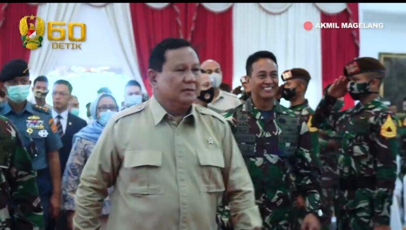 FOTO : Menteri Pertahanan Republik Indonesia, Prabowo Subianto dan Kepala Staf TNI Angkatan Darat, Jenderal TNI Andika Perkasa.