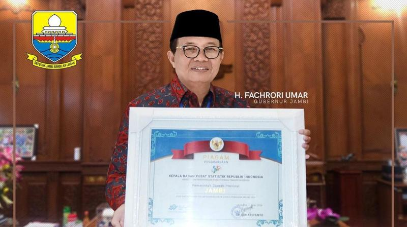 FOTO : FachroriTerima Anugerah Penghargaan dari Kepala BPS RI