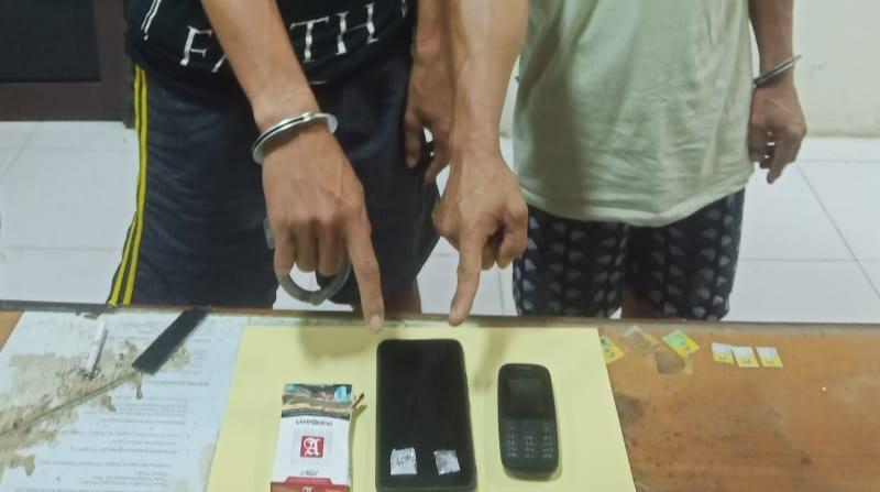 FOTO : Kedua Pelaku Menunjuk Barang Bukti Turut Diamankan, Rabu (28/07/20)