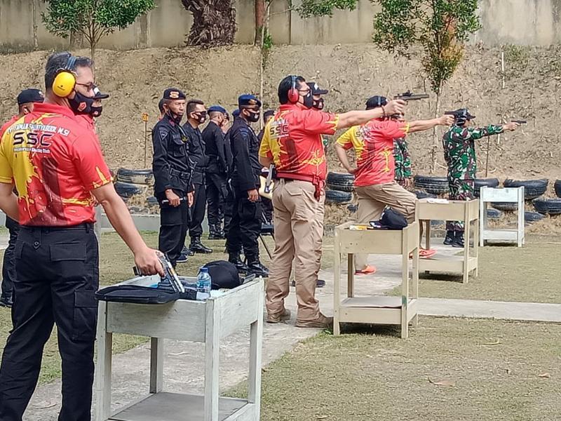 FOTO : Kegiatan Kejuaraan Menembak Pistol Polda Jambi di Lapangan Tembak Makosat Brimob Polda Jambi, Sabtu (22/08/20).