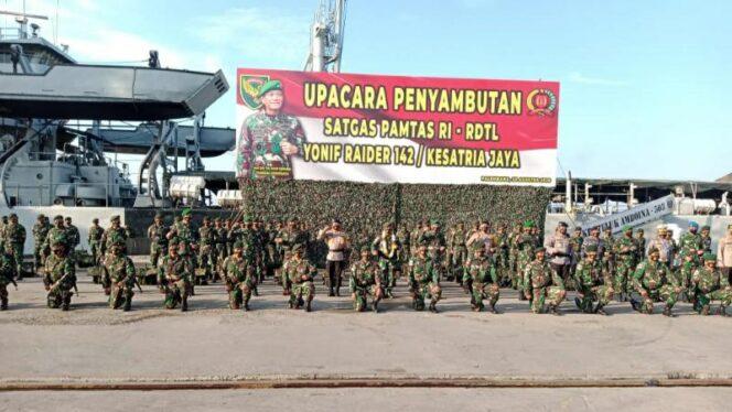 FOTO : Upacara Penyambutan Kedatangan 400 Satgas Yonif Raider 142/Ksatria Jaya usai Menjalankan Tugas Operasi Pamtas RI-RDTL di Lapangan Upacara Dermaga Boom Baru, Palembang, Minggu (23/08/20).