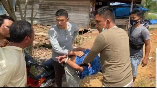 FOTO : Tim Petir Polres Tanjab Barat Mengamankan 6 Pelaku Perampokan di Desa Sungai Gebar, Jumat (11/09/20)