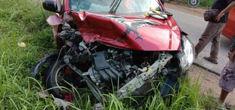 FOTO : Mobil Datsun GO Remok Akibat Tabrakan di Jalan Lintas Timur Desa Terjun Jaya Betara, Minggu (20/09/20)