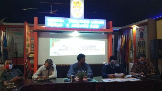 FOTO : KPU Saat Gelar Pelo Penetapan Pasangan Calon Bupati dan Wakil Bupati Tanjab Barat, Rabu (23/09/20).
