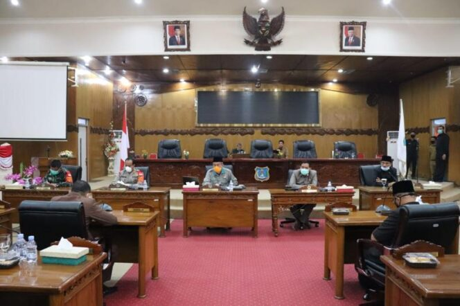FOTO : gugus Tugas Covid-19 Pemerintah Tanjab Barat dan DPRD menggelar rapat bersama di DPRD, Selasa (29/09/20).