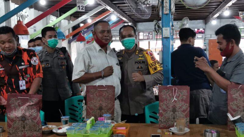 FOTO : Silaturrahmi dengan Ormas dan OKP se Tanjab Barat di Warkop Tip Top Jalan Pahlawan Kuala Tungkal, Sabtu (17/10/20).