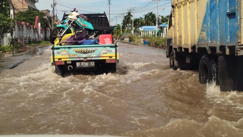 FOTO : Ketika Banjir Rop Menggengni Sejumlah Jalan Utama di Kota Kuala Tungkal Tanjab Barat November 2020 lalu.