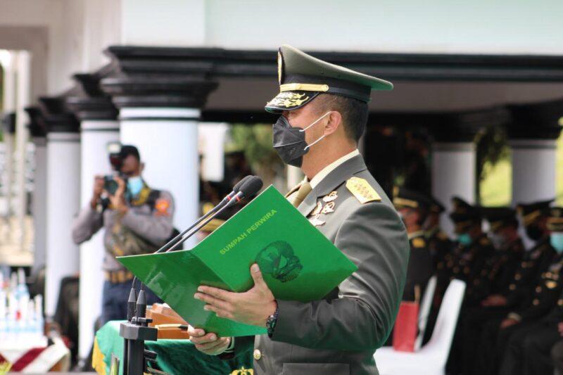 FOTO : Kasad Jenderal TNI Andika Perkasa Melantik 583 Perwira lulusan Diktukpasus TNI AD TA 2020 di Lapangan Wiradhika Secapa Angkatan Darat, Bandung, Jawa Barat, Rabu (16/12/20).