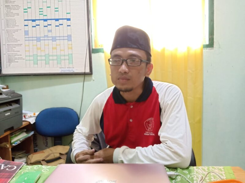 FOTO : Fauzan Najri. S.Pd Kepala SMPN 2 Kuala Tungkal