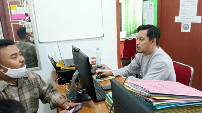 FOTO : M. Ikbal, Operator Sistem Komputerisasi Haji Terpadu di Kemenag Tanjab Barat