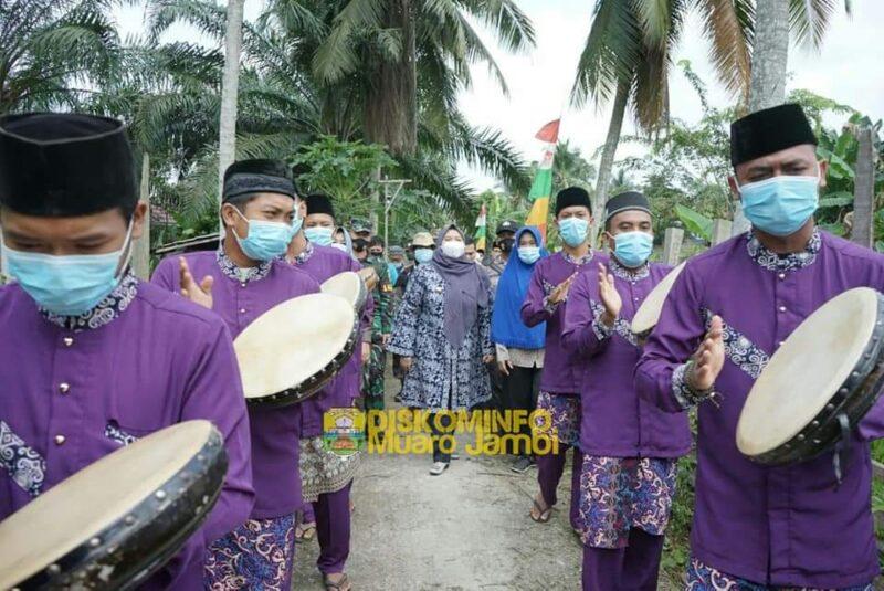 FOTO : Bupati Muara Jambi Menghadiri 'Sedekah Payo, Turun ke Umo' Desa Senaung, Rabu (20/01/21)