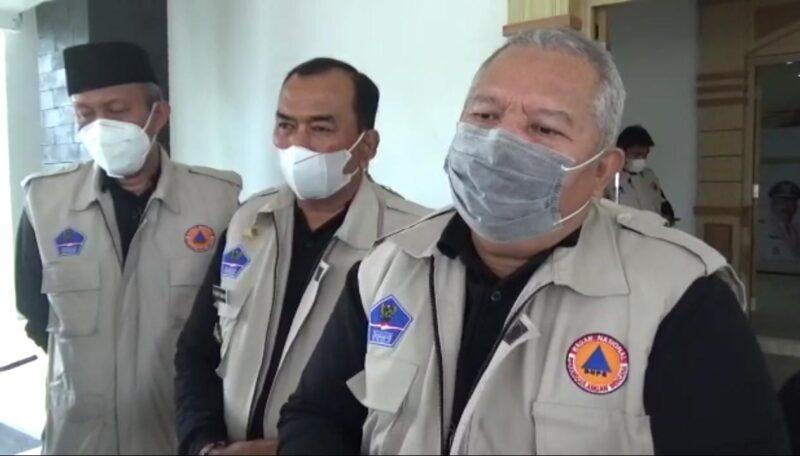 FOTO : Bupati Tanjab Barat H. Safrial pada Acara Pencanangan Vaksinasi Covid-19 di Balai Pertemuan, Kamis (04/02/21).