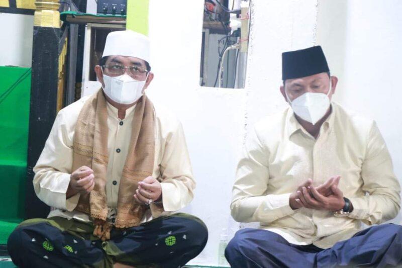 FOTO : Bupati KH. Anwar Sadat dan Wabup Hairan Bersama Tim Safari Ramadhan di Baabussalam, Desa Teluk Kulbi, Kecamatan Betara, Rabu (14/04/21).
