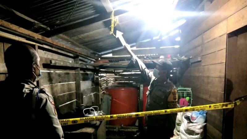 Anggota Polsek Pengbuan Melakukan Serangkaian Indetifikasi di TKP. FOTO : Dok. Sek.Pengabuan