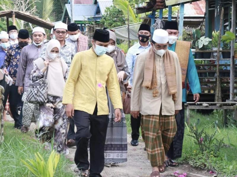 Bupati KH. Anwar Sadat saat Safari Ramadhan bersma Wabup Hairan dan rombongan di Kelurahan Tungkal V, Kecamatan Seberang Kota. FOTO : Forkopim