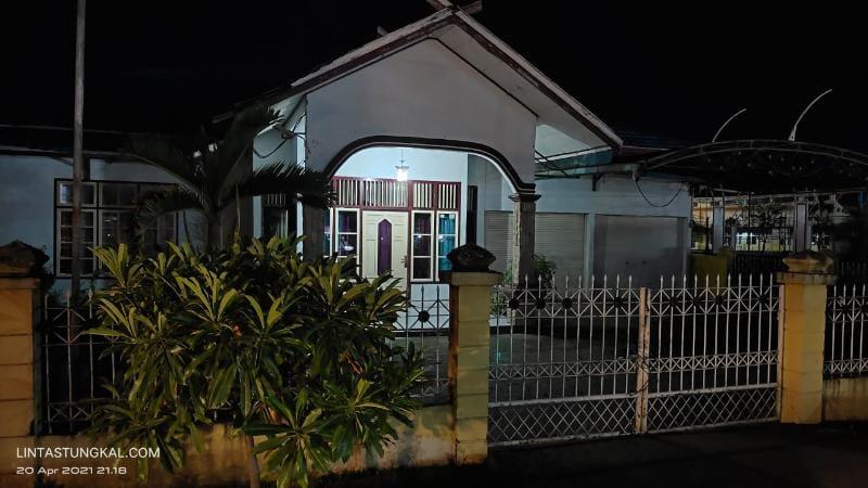 FOTO : Bangunan Bekas Rumah Dinas Sekretaris Daerah (Sekda) yang berada samping Eks Gedung Runtuk di Jalan Patunas Kuala Tungkal.