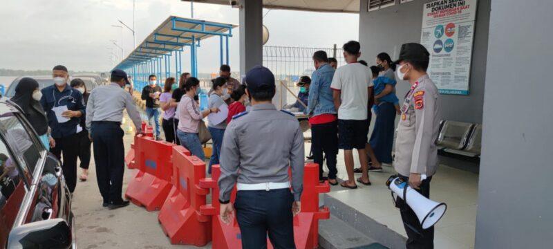 FOTO : Kondisi Arus Pe.udik di Pelabuhan Roro Kuala Tungkal, Kabupaten Tanjung Jabung Barat, Selasa (20/04/21)