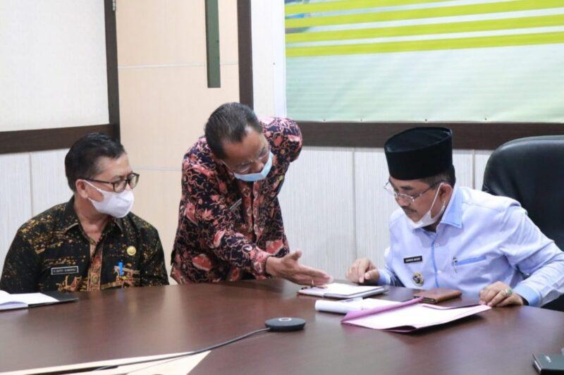 FOTO : Bupati H. Anwar Sadat Saat Ikuti Rakor Pembatasan Mudik Lebaran dengan Pj Gubernur dan Kapolda Jambi