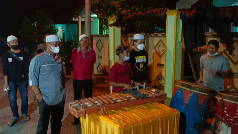 FOTO : Kapolres Bersama Kaposek Tungkal Ilir Saat Meninjau Peserta Gema Membumi di Kawasan Patunas, Jumat (23/04/21) malam.
