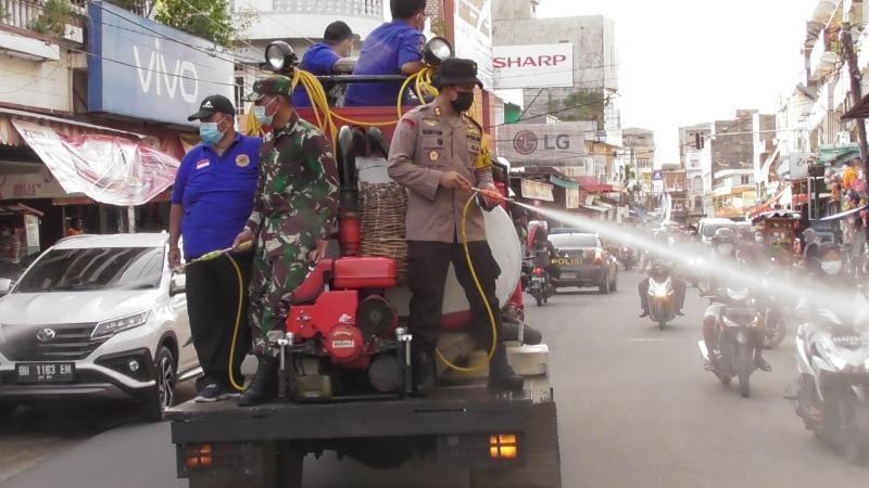 FOTO : Kapolres AKBP Guntur Saputro, SIK, MH dan Dandim 0419/Tanjab Letkol Inf Erwan Susanto Memimpin Penyemorotan, Rabu (12/05/21).