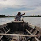 FOTO : Aktifitas Perahu Tambang Penyebrangan Tanjung Senjulang Kecamatan Bram Itam - Tungkal V, Kecamatan Seberang Kota