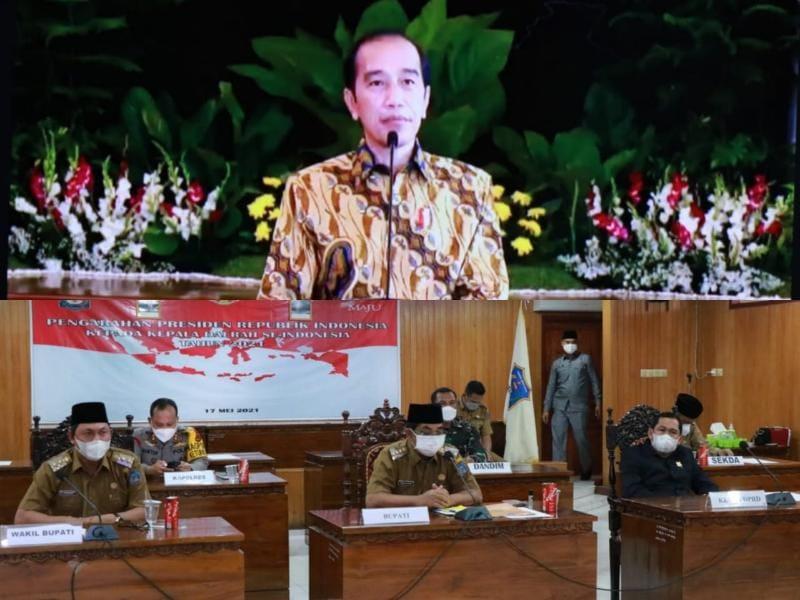 Bupati H. Anwar Sadat dan Wabu Hairan Ikuti Rakor Pengendalian Covid-19 Pasca Lebaran dengan Presiden. FOTO : Prokopim.