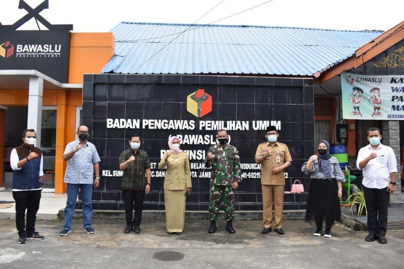 FOTO : Danrem 042/Gapu Brigjen TNI M. Zulkifli pada Rakor Membahas kesiapan Bawaslu dalam pelaksanaan PSU Pilgub Jambi di Kantor Bawaslu, Selasa (18/05/21)