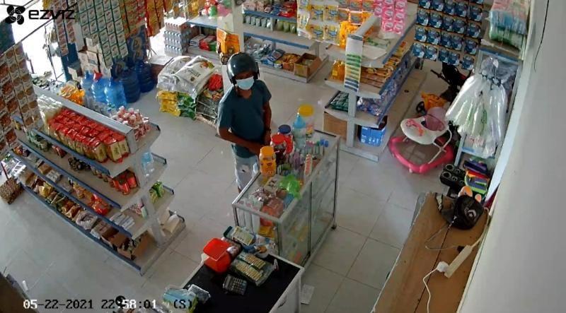 FOTO : Pelaku Pencurian Tas Tangkapan Layar dari Video Viral.