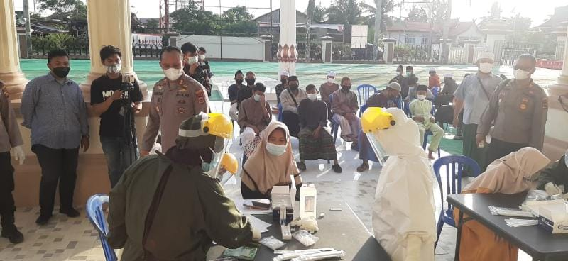 FOTO : Pelaksanaan Rapid Antigen Terhadap Pendamping dan Santri di Mapolres Tanjab Barat.