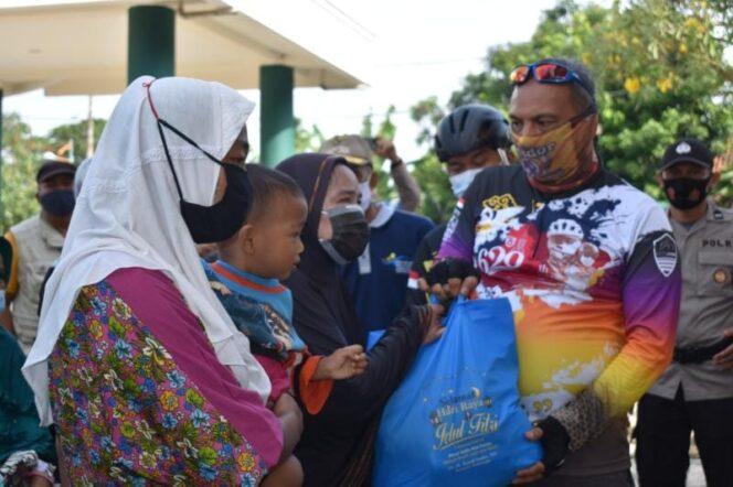 HUT ke 75 Kota Jambi, Danrem 042/Gapu Bersama Wali Kota Gowes ke Jambi Seberang. FOTO : KOREM042.