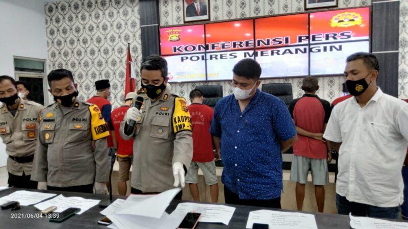 Kapolres Merangin AKBP Irwan Andy Purnamawan, SIK saat konferensi pers di Mapolres Merangin, Jumat (04/96/21). FOTO : Ardi.