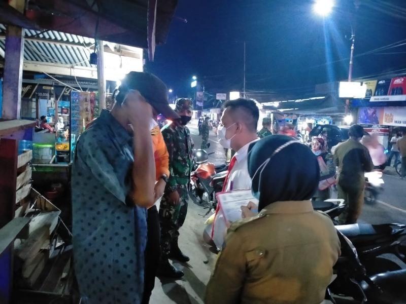 FOTO : Dok Operasi Yustisi Penegakan Protokol Kesehatan Petugas Gabungan di Tanjab Barat.