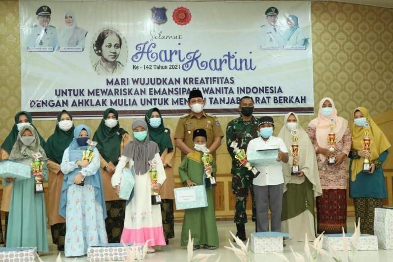 Wakil Bupati Tanjung Jabung Barat, Hairan, SH Ketika Hadiri Puncak Peringatan Hari Kartini Ke-142 di Balai Pertemuan, Senin (14/06/21). FOTO : Medsos Prokopim.