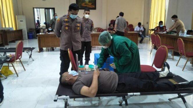 Pelaksanaan Kegiatan Bakti Kesehatan Donor D arah Dalam Rangkaian HUT Bhayangkara ke-75, Polres Tanjab Barat, Rabu (23/06/21).