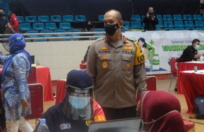 Kapolda Jambi Irjen Pol A. Rachmad Wibowo Memantau Vaksinasi di GOR Kota Baru Jambi, Sabtu (26/06/21). FOTO : Ard.