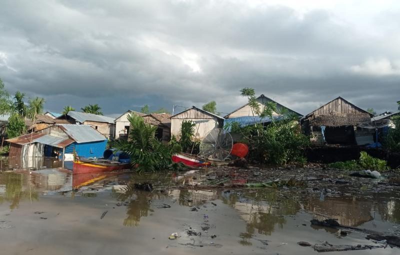Penampakan Rumah Warga ya g Tertimpa Longsor. FOTO : ZN