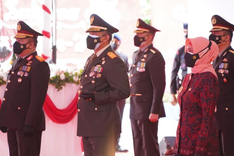 Danrem 042/Gapu Brigjen TNI Zulkifli hadiri upacara Hari Bhayangkara ke 75 di Lapangan Hitam Polda Jambj, Kamis (01/97/21). FOTO : PENREM042GAPU.