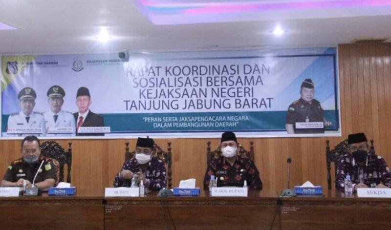 Bupati Tanjab Barat Buka Rakorsos Peran Serta Jaksa Pengacara Negara, Kamis (01/07/21). FOTO : PROKOPIM