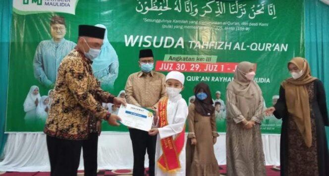 Wakil Wali Kota Jambi Dr. dr. Maulana Saat Mewisuda 30 Santri Tahfizh Al-Qur'an Rumah Mahir Qur'an Rayhana Maulidia, Minggu (04/07/21). FOTO : Istimewa.