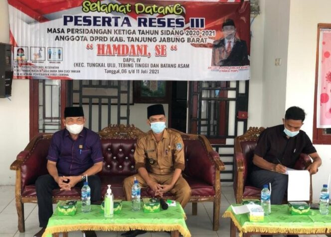 Hamdani, SE Ketua Fraksi PDIP dan Ketua Komisi III DPRD Tanjab Barat Saat Gelar Reses Tahap III di Kantor Desa Tanjung Bojo, Kecamatan Batang Asam, Selasa (06/07/21). FOTO : MIR
