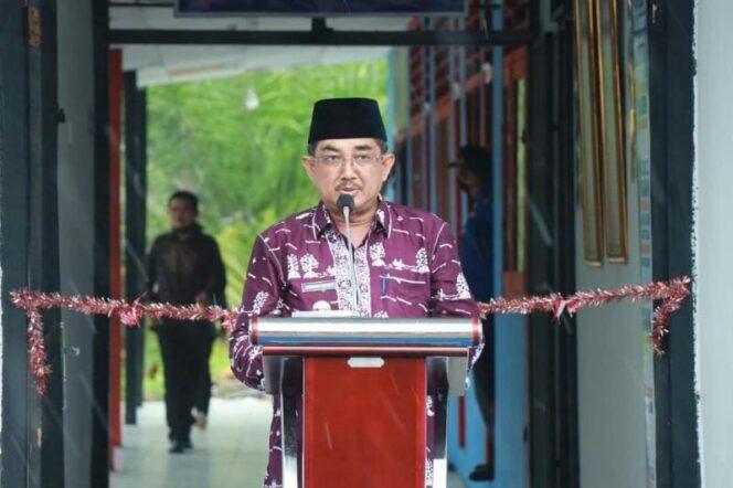 FOTO : Bupati H. Anwar Sadat Saat Meresmikan Kantor Unit Damkar di Merlung.