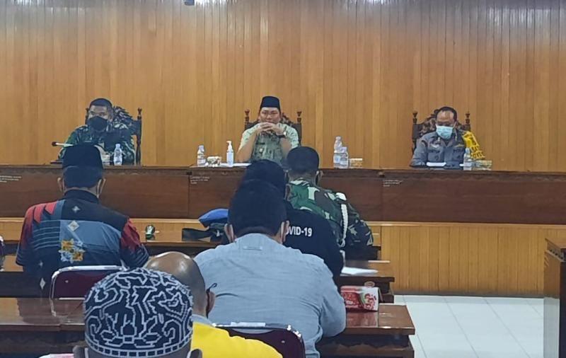 Wakil Bupati Hairan, SH (tengah) Saat Memimpin Rapat Oersiapan Penyelenggaraan MTQ Ke-50 Provinsi Jambi di Pola Utama, Jum'at (09/07/21). FOTO : ZN