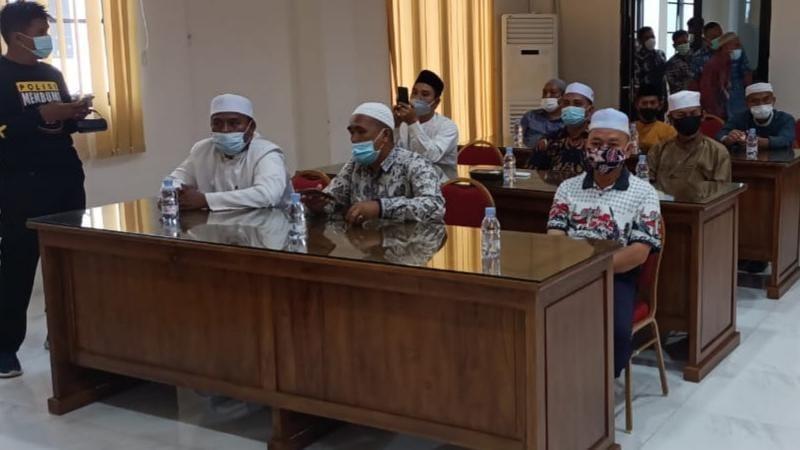 FOTO : Rakor Kesiapan Pelaksanaan Malam Takbiran Sholat Ied dan Penyembeliahan Hewan Kurban di Mapolres Tanjab Barat, Jumat (16/07/21).