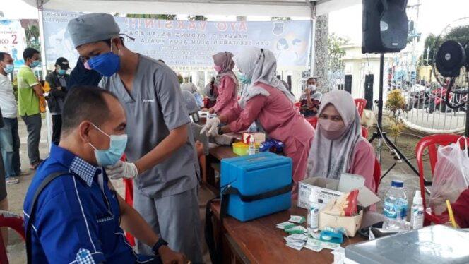 FOTO : Dokumentasi Pelaksanaan Vaksinasi Massal di Halaman Kantor Bupati Juni Lalu